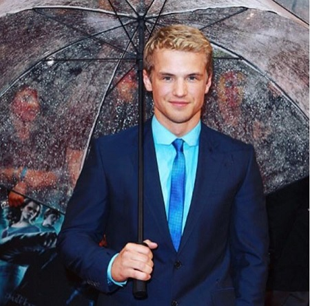Freddie Stroma posing for the photo