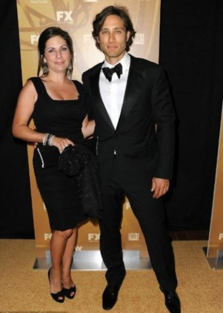 Suzanne Falchuk and Brad Falchuk at an award show