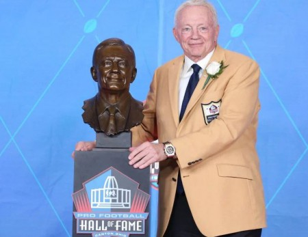 Jerry Jones in the Hall of Fame of 2017