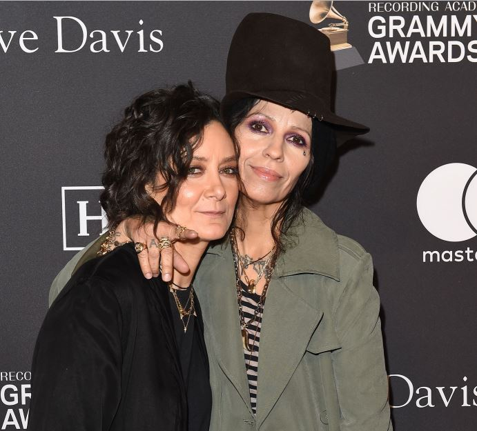 Sara Gilbert and Linda Perry together