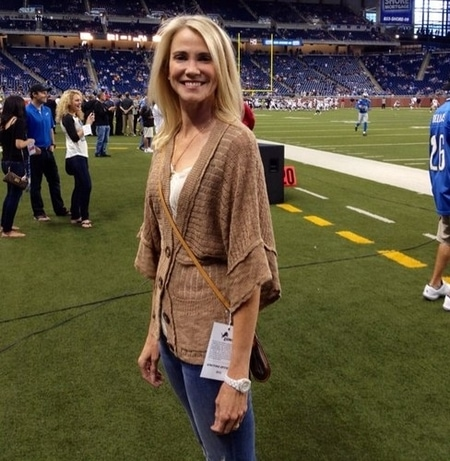Juli Fisher supporting her husband Jeff Fisher during a NFL match