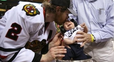 Duncan Keith kissing his son Colton Keith