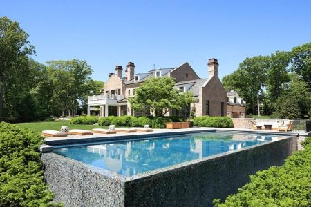Gisele Bundchen and Tom Brady sold their Brookline, Massachusetts estate