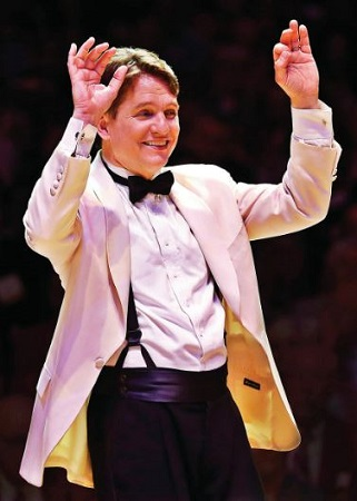 Keith Lockhart performing live orchestra