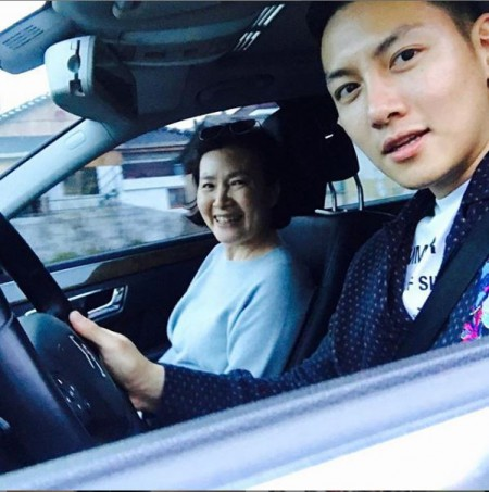 Ji Chang-Wook driving his mother around in his car