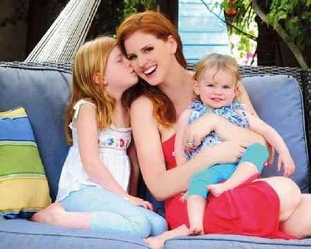 Sarah Rafferty with her two adorable daughters Oona Gray Seppala and Iris Friday showing their love for each other