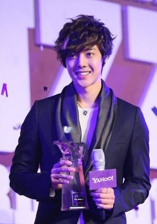 Kim Hyun Joong after winning Yahoo! Buzz Awards 2010.