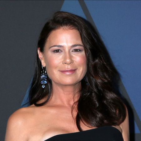 Maura Tierney posing for a picture