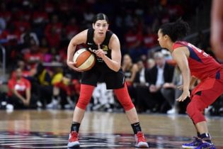 Lauren Plum's younger sister, Kelsey Plum playing basketball