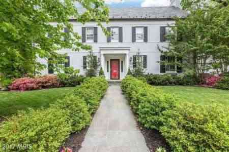 Susan Andrews and Tucker Carlson sold their Kentucky house