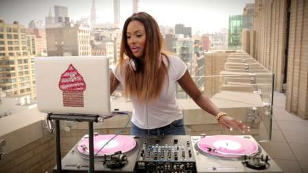 Florence Ifeoluwa Otedola aka DJ Cuppy with her Turntable