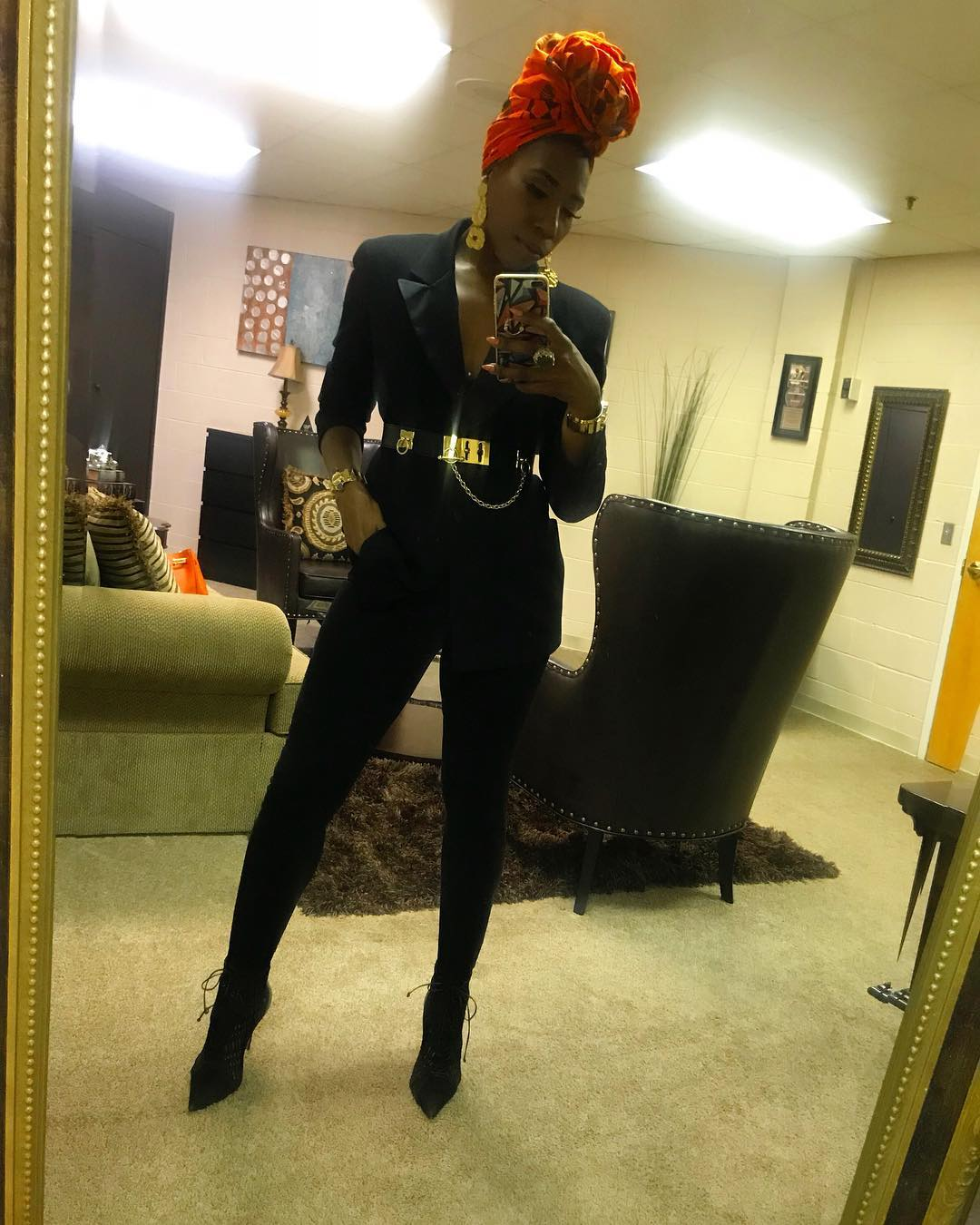 Brandi flaunting her Body physics through mirror selfie. Know more about Brandi height, net worth, wedding, husband, father, Instagram, Twitter, mother, age, siblings and many more