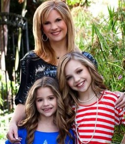 Melissa Gisoni with her children on a vacation. Melissa Gisoni Bio, Wiki, Personal life, Husband, Children & Net Worth