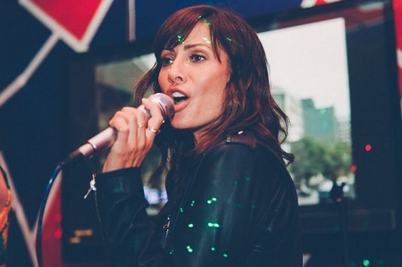 Natalie Imbruglia singing a song, Turn. Know more about Natalie Imbruglia profession, work, job, song Turn