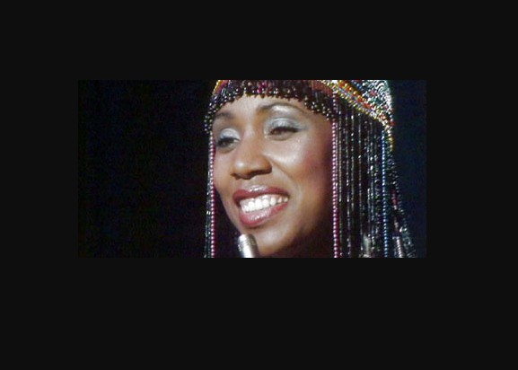 Syreeta Wright in an stage while performing. career, professional life
