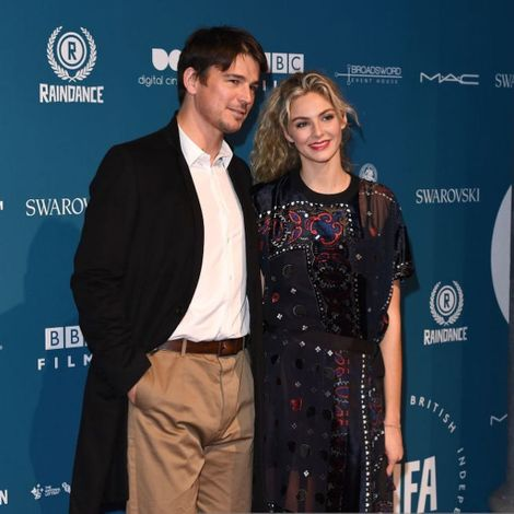 Tamsin Egerton posted a picture with her boyfriend , Josh Hartnett via Instagram. Know more about her marital life, weding, nuptial relationship, and other matrimonial details