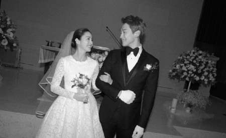 Kim Tae-hee and her husband, Rain at their wedding
