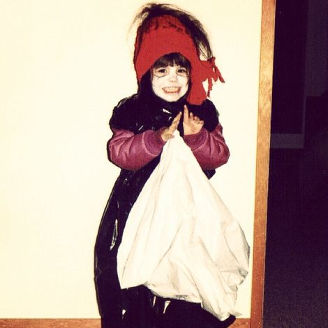 Meghan Ory's Childhood picture,Know more about her bio.