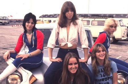 Image: Jackie Fuchs with her bandmates of Runaways posing for photo