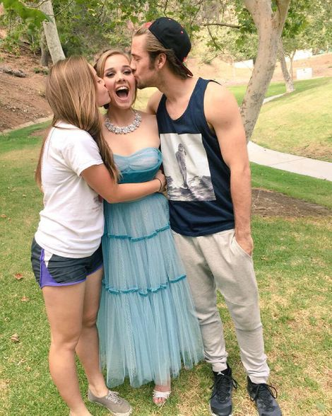 Gracie Benwrad with her siblings Luke Benward and Ella Benward