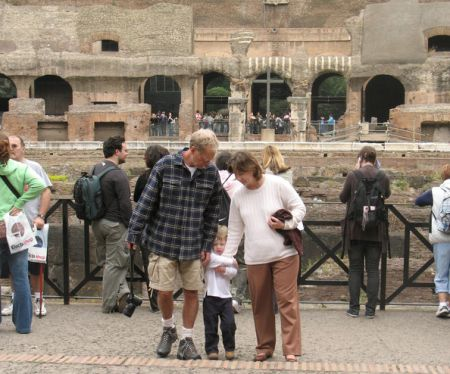 Harry Joseph in vacation with his parents in Rome