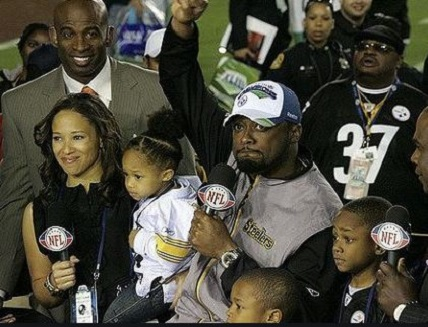 Snap: Kia with her husband and kids at football field