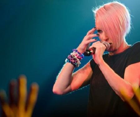 Picture: Emma Hewitt during her concert