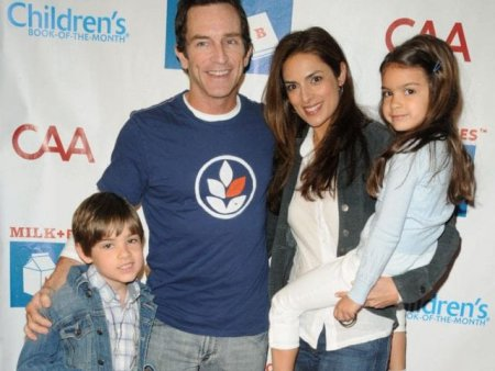 Mark-Paul Gosselaar with his ex-wife, Lisa Ann Russell and their kids; Know about their marital life