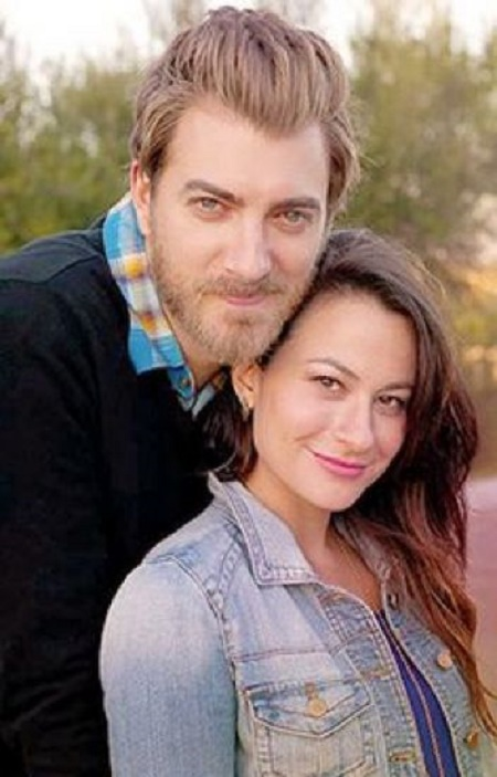 Image: Jessie McLaughlin and Rhett McLaughlin. Know her marital and wedding details by opening the link.