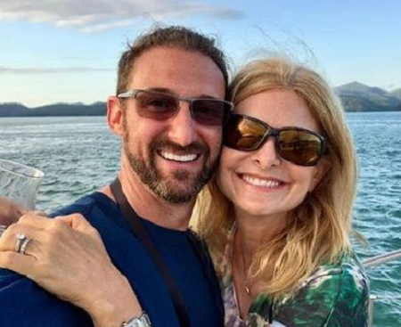 Image: Lisa Bloom with her husband, spending holiday
