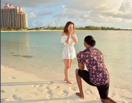 devante adams (right) purposing to his long time girlfriend Devanne Villareal(left) in Bahamas