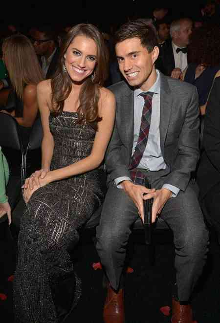 Ricky Van Veen sitting with his former wife, Allison Williams