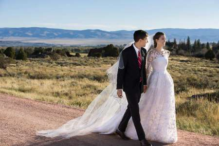 Ricky Van Veen and Allison Williams walked down the aisle at Brush Creek Ranch