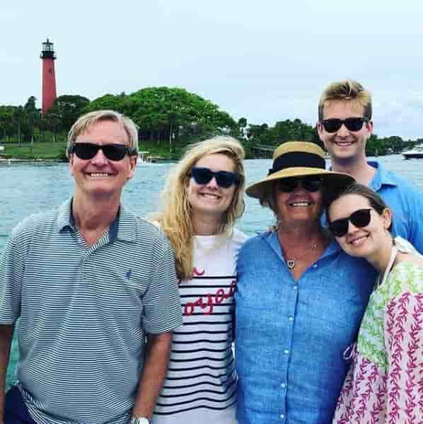 Peter Doocy shares strong bond with his dad, mom and two sisters