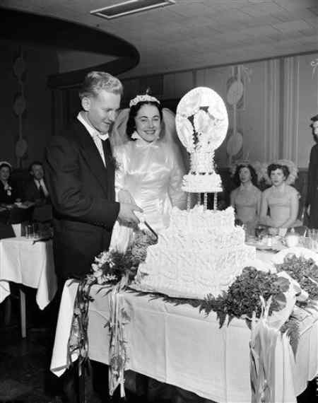 Joan Ford and Whitey Ford during their wedding ceremony