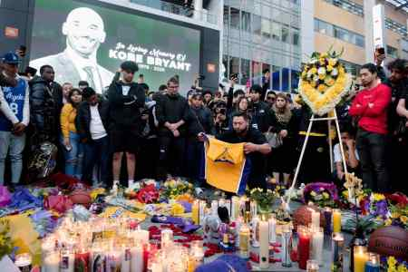 The fans of NBA legend, Kobe Bryant gathered at the Los Angeles STAPLES Center to give him a heartfelt condolence. How Kobe Bryant died?