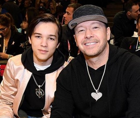 Elijah Hendrix Wahlberg with his celebrity father Donnie Wahlberg.