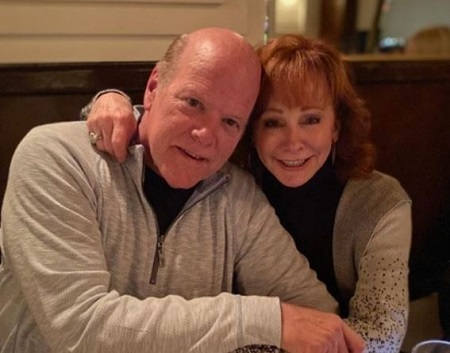 The Better Call Saul actor Rex Linn and the singer Reba McEntire who went out for dinner are pictured together.