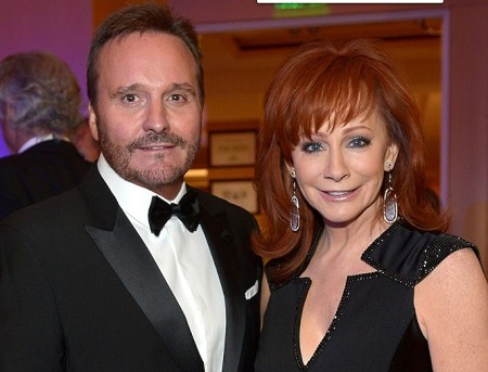 Reba McEntire was previously married to Narvel Blackstock from 1989 to 2015.
