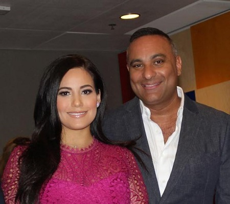The Canadian comedian Russell Peters proposed to Jennifer Andrade with an engagement ring in December 2019.