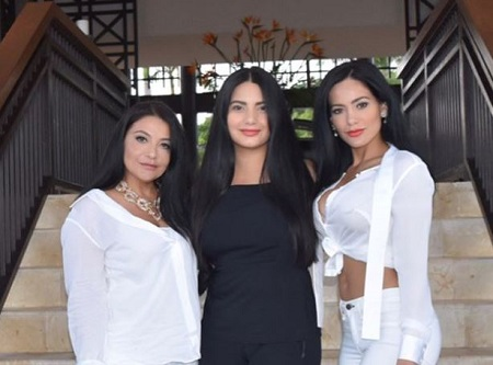 The 2012 Miss Universe Honduras Jennifer Andrade (right) pictured with her sister Kenia (middle) and mother Ninoska Andrade (left).