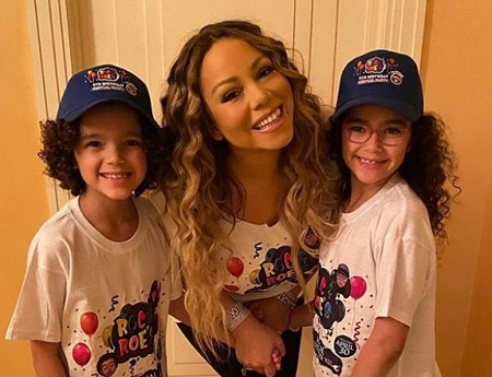 Moroccan Scott Cannon (left) with his mother Mariah Carey and twin sister Monroe Cannon (right).