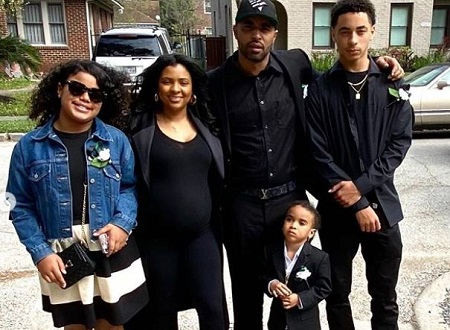 : Daniel Julez J Smith Jr (right) with his father, step-mom Karla Karim (second from left), and half-siblings Saniya (left), Legend J Smith (little one).