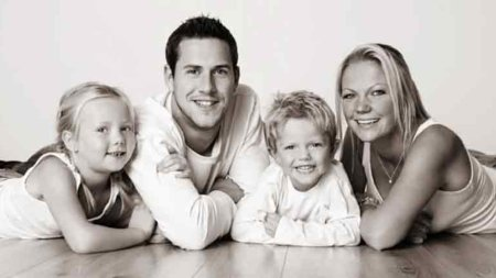 Louise Anstead and Ant Anstead with their adorable children. Know about their first meeting to marriage.