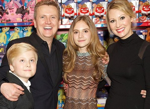 Locke & Key Actress, Emilia Jones with her family, mother father and brother