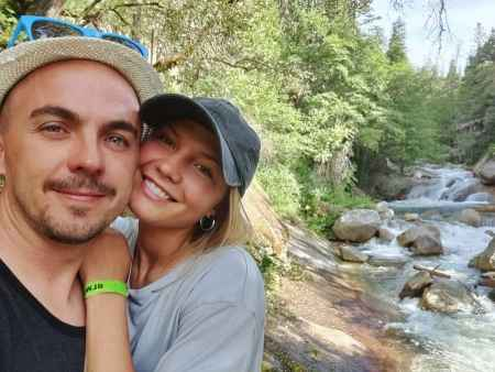 Frankie Muniz and his wife, Paige Price loves to travel outdoor. Do you know how the married couple met?