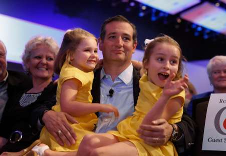 Ted Cruz with his two sisters