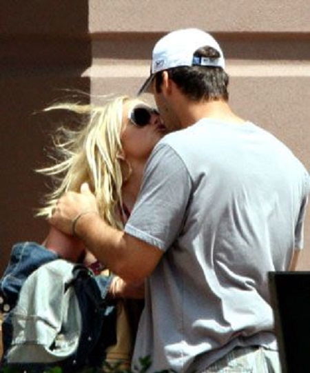 Jesssica Simpson reportdely dated ,Tony Romo from