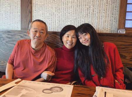 Alice lee with her parents