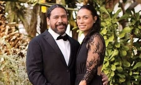 How is Theodora Holmes and Troy Polamalu's Married Life?
